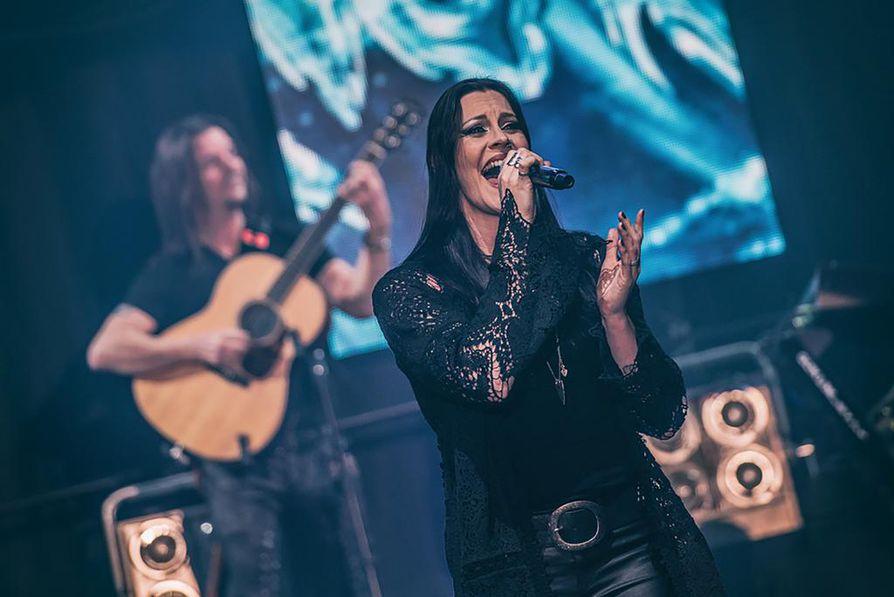 Nighwishin riveissä nykyään esiintyvä Floor Jansen lienee Raskasta Joulua -konsertin tunnetuimpia esiintyjiä.