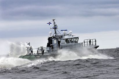 Hailuodosta lähtenyt veneseurue joutui merihätään Perämerellä ukkosrintaman yllätettyä – laaja etsintäoperaatio paikansi tuuliajolla olleet aamuyöllä