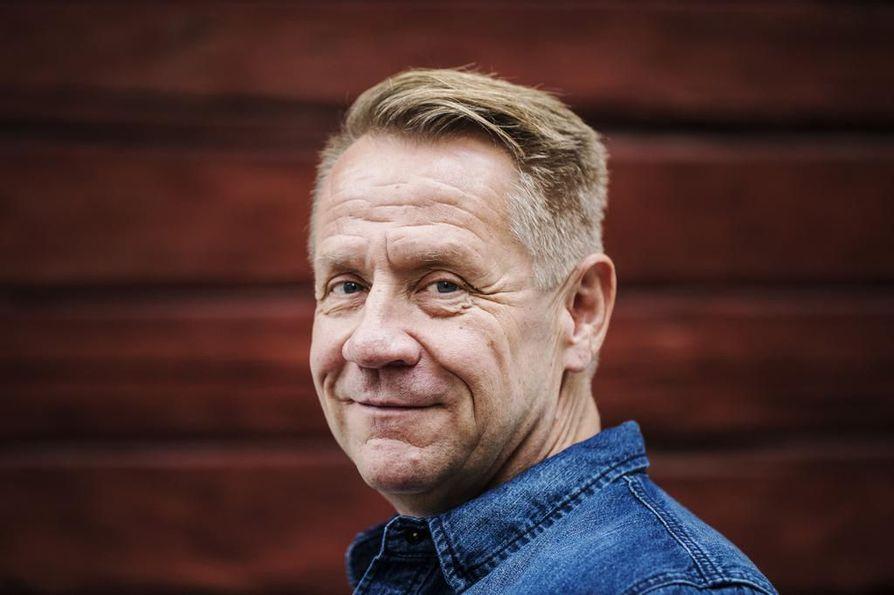 Olli Lindholm kuoli sairauskohtaukseen. Hän oli menehtyessään 54-vuotias.