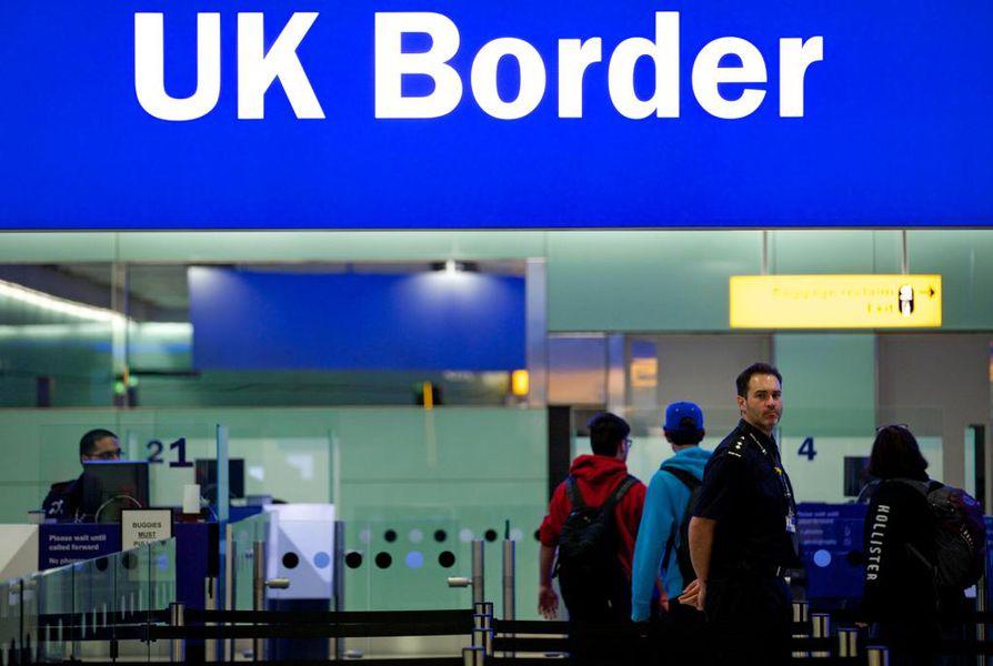 Brexit ei vaikuta esimerkiksi matkustamiseen Britanniaan turistina siirtymäajan jälkeenkään. Britannia sijaitsee jo valmiiksi Schengen-alueen ulkopuolella, joten rajalla täytyy näyttää passia.