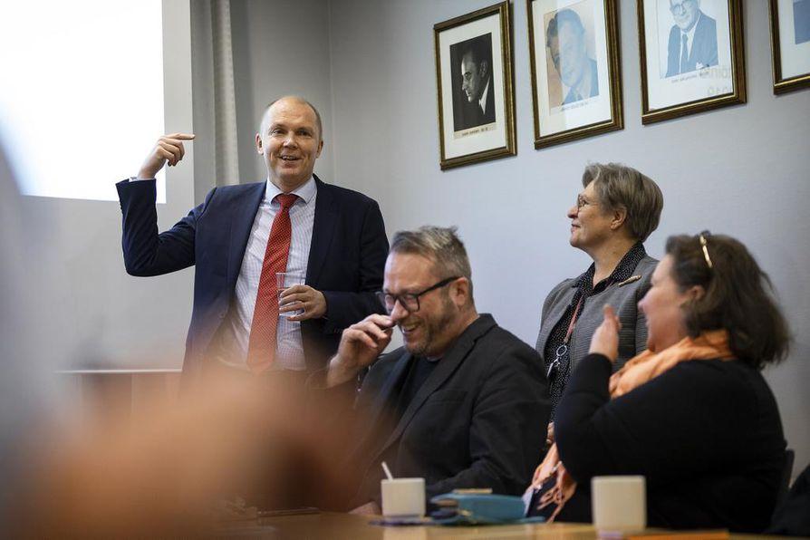 Markku Mantila on tammikuun lopussa yhdistyvän maakuntalehden Ilkka-Pohjalaisen päätoimittaja.