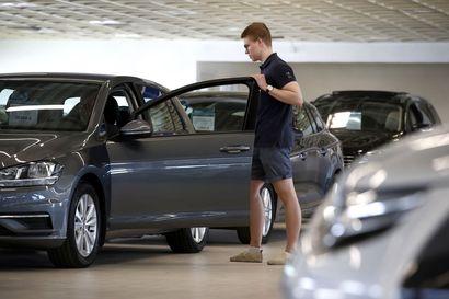 Käytetyt autot saattavat huveta myyntihalleista – elokuussa niistä voi olla jopa pulaa
