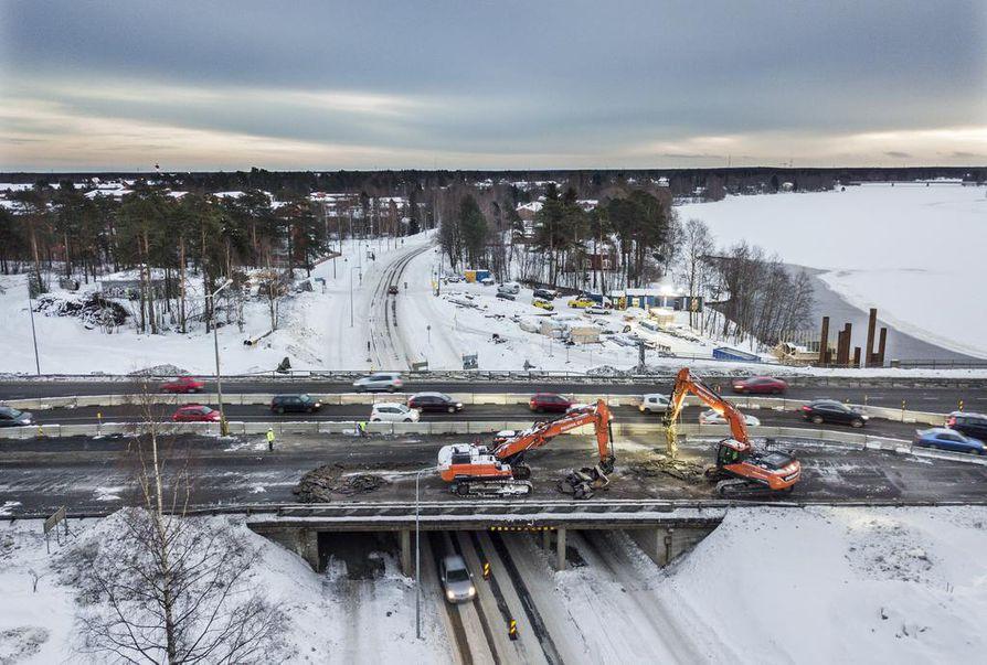 Oulun kohdalla Pohjantiellä on totuteltu alennettuihin nopeusrajoituksiin.