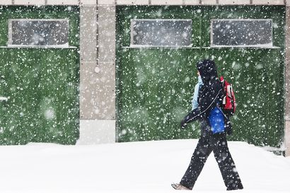 """Huomenna aamulla taas enemmän lunta kuin eilen: """"Sadealueen myötä koko kertymä on paikoin 15 senttiä"""""""