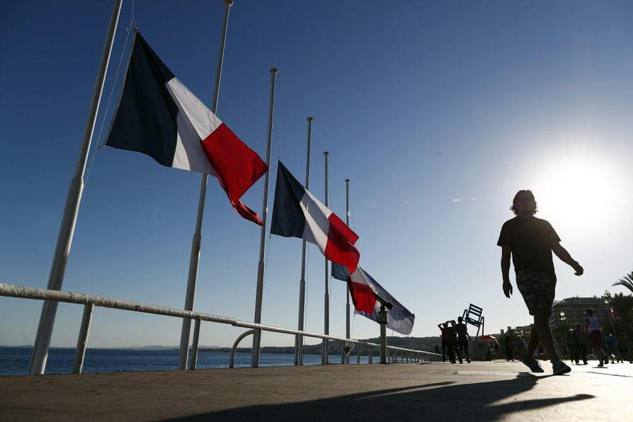 Kolmen kuukauden pidennys julistettiin jo viime viikolla Nizzan hyökkäyksen jälkeen.
