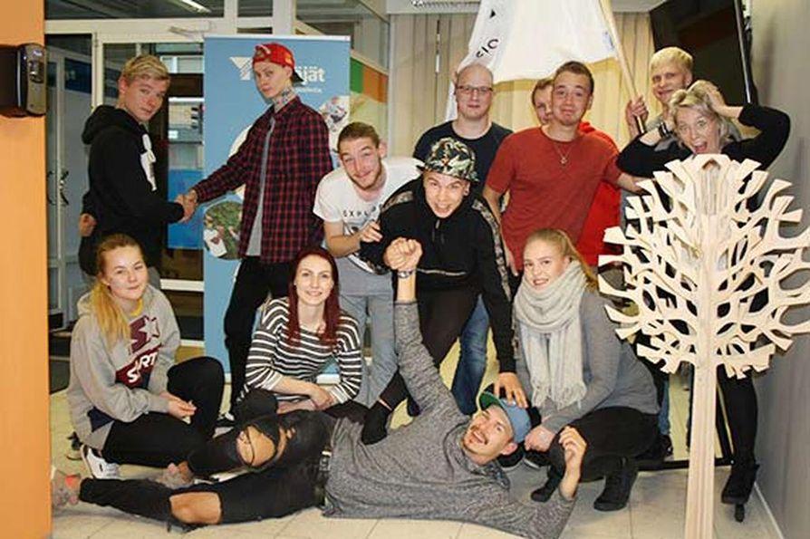 Osku ry ja Pohjois-pohjanmaan Nuoret Yrittäjät tutustuivat toisiinsa rennon illanvieton merkeissä.