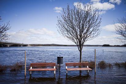 Pääkirjoitus: Tulvavahinkoja ei estetä Vuotosta haikailemalla, vaan pysyvillä vesiesteillä
