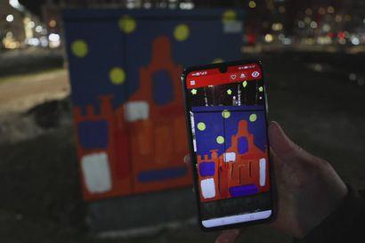 OAMKin opiskelijat maalasivat puhelimella katsottavia 3D-animaatioita sähkönjakokaappeihin
