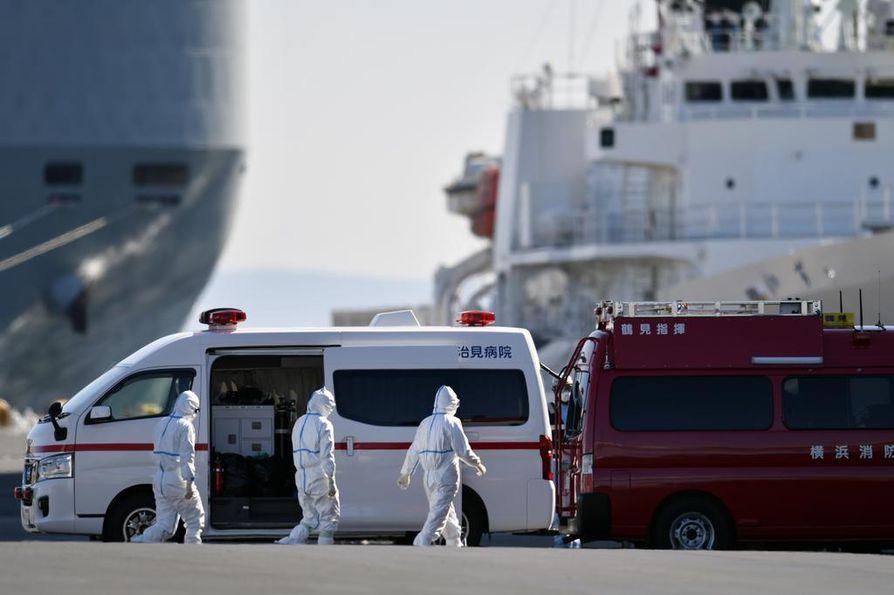 Risteilyalus Diamond Princess on eristettynä Japanissa. Keskiviikkona aluksella vahvistettiin 39 uutta koronavirustapausta, mikä nostaa aluksella sairastuneiden määrän 175 ihmiseen.