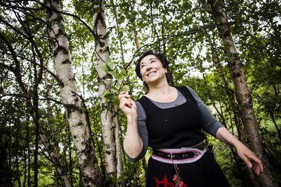 Stressinhallintaa Reidarin jalanjäljillä – Särestöniemi-museon kesätyöpajassa hengitetään puiden parantavaa voimaa