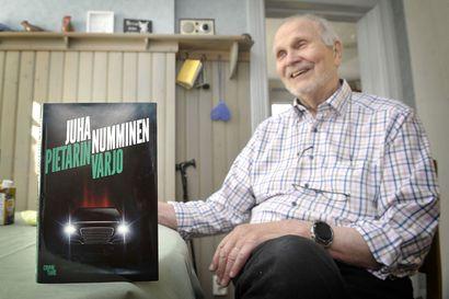 Rikosjuonia edelleen kirja per vuosi: syksyllä 82 vuotta täyttävälle Juha Nummiselle dekkarien kirjoittaminen on elämäntapa