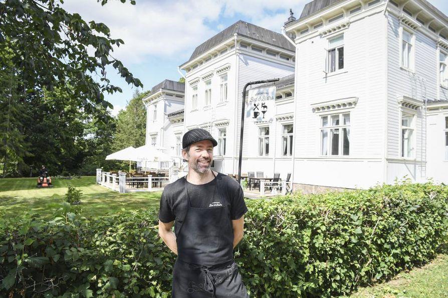 Ruukin kartanosta tuli Strömfors Bed & Bistro, kun turkulaissyntyinen Jukka Liponkoski alkoi pyörittää siinä ravintolaa ja hotellia.