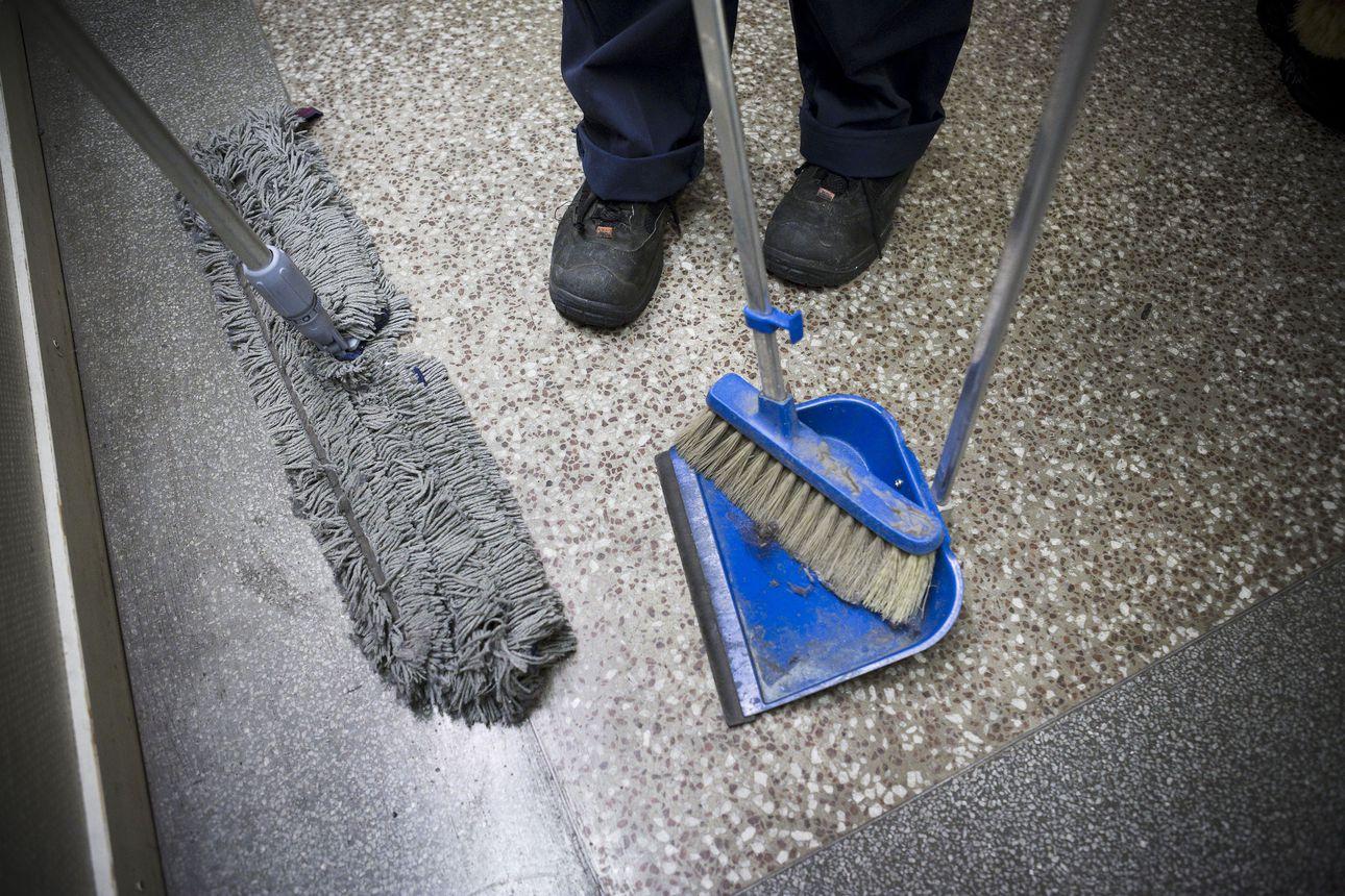 """HS:n selvitys paljastaa suuria epäkohtia siivousalalla, pahimmillaan työolot epäinhimillisiä – """"On järkyttävää, että suomalaisessa yhteiskunnassa voi olla tällaista"""""""