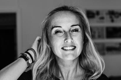 Kun Katarina Wilk menetti 40-vuotiaana yöunensa, lääkärit eivät uskoneet, että kyse on vaihdevuosista – hoidoksi uni- ja masennuslääkkeitä