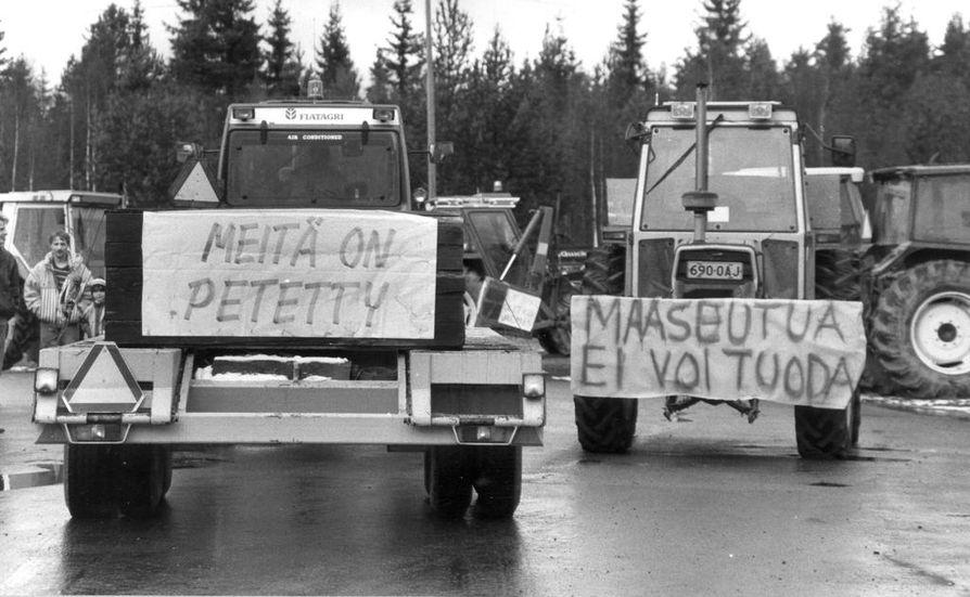 Lokakuussa  vuonna 1991 maataloustuottajien traktorimarssi nähtiin Oulun läänin eteläosassa nelostiellä ja kantatie 85:lla. EY eli Euroopan unionia edeltänyt Euroopan maiden  yhteenliittymä ja maataloustuen vähentäminen huolestuttivat.