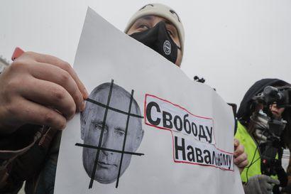 Iso määrä ihmisiä lähti kaduille vaatimaan vapautta Navalnyille ja loppua Putinin korruptiolle – Venäjän kaupungeissa pidätetty kovin ottein yli 3 000 ihmistä