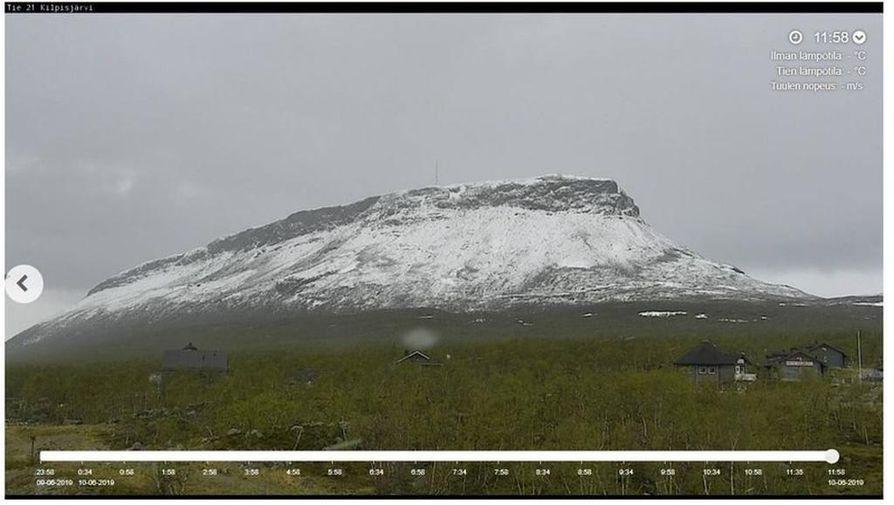 Saanalla on lumipeite. Illalla se voi olla muuallakin Pohjois-Lapissa.