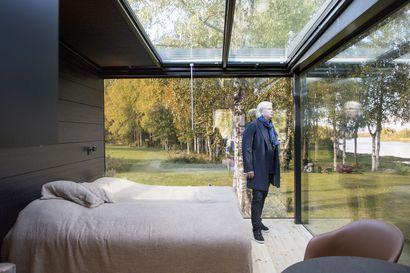 Uusi kiiminkiläinen häive-Olokoto peilaa suurilla ikkunoillaan ympäröivää maisemaa ja perustukset säätyvät hydraulisesti