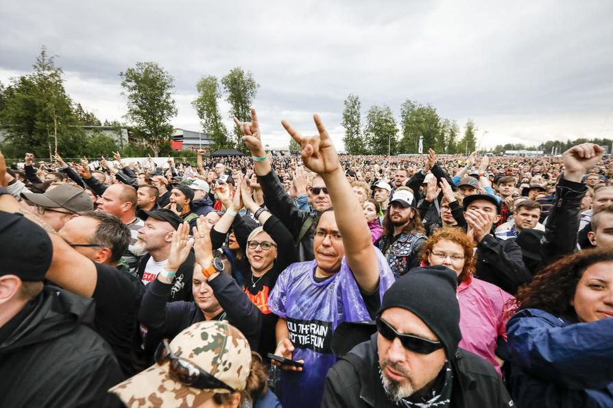 Suomalaiset rakastavat Metallicaa, joka keikkaili eilen tiistaina Hämeenlinnassa.