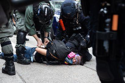 """""""Täydellinen tapa vaientaa oppositio ja aktivistit"""" – Kiina ajaa Hongkongiin pakolla historiallisen lain, joka rapauttaisi Hongkongin autonomian"""
