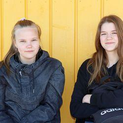 Pelimaailma vahvistaa englannin asemaa – näin pudasjärveläiset Emmi ja Aada kommentoivat arkipäivän englannin käyttöä