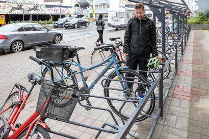 Rovaniemelle toivotaan parempia pyöräparkkeja – telinepaikkoja on ydinkeskustassa satoja, mutta ne palvelevat nykyajan pyöräilijöitä huonosti