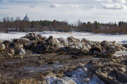 Tulvansuojelu käyntiin: Pyhäjoesta on jo ruopattu yksi saarikin pois