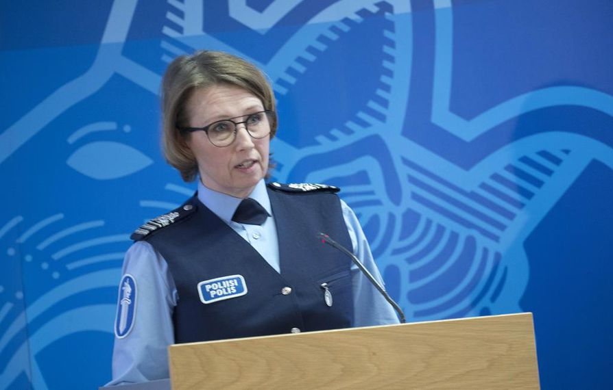 Viime kädessä on poliisin tehtävä varmistaa, että kielteisen päätöksen saanut turvapaikanhakija lähtee maasta, sanoo poliisitarkastaja Mia Poutanen Poliisihallituksesta.