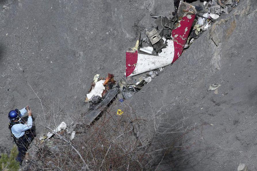 Etsinnät Germanwings turmakoneen uhrien löytämiseksi jatkuvat Ranskan Alpeilla.