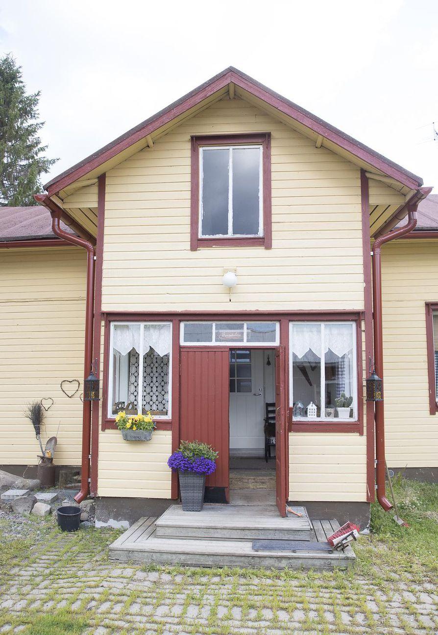 Talo on rakennettu 1800-luvun lopulla ja on vielä hyvässä kunnossa.