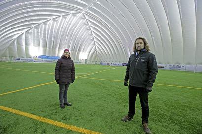 Koivuluodon urheilupuisto nytkähti liikkeelle, mutta Arina Areena olisi suunnitelman mukaan jäämässä jyrän alle – katso video