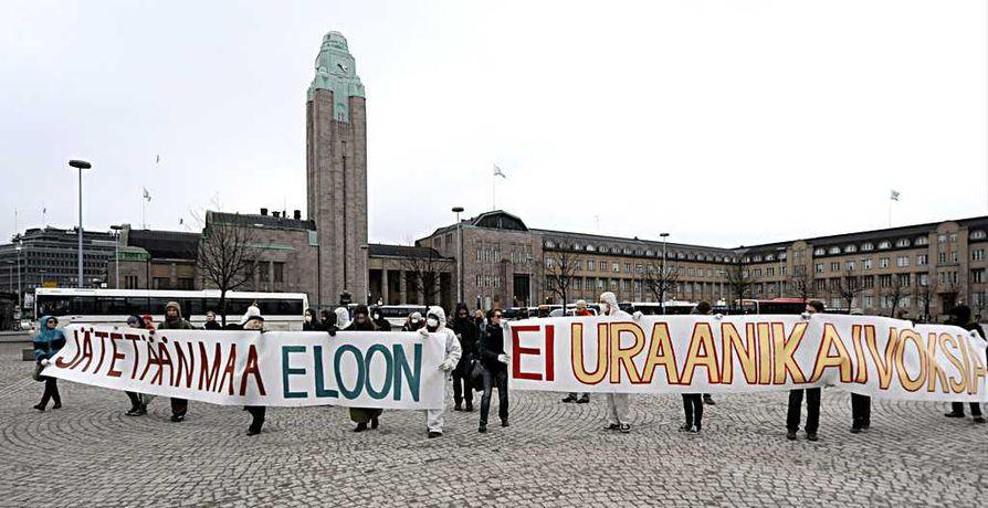 Talvivaaran kaivoksen vastainen mielenosoitus järjestettiin Helsingissä keskiviikkona.