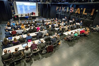 Oulun uusi valtuusto jatkaa Pikisalissa – toiveena on, että ensimmäinen kokous elokuussa pidettäisiin fyysisenä kokouksena