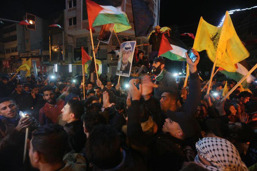Gazassa puhkesi keskiviikkona mielenosoituksia Trumpin päätöksen seurauksena.