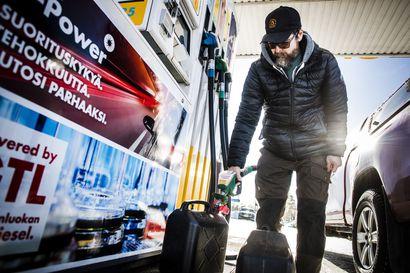 """Bensiinin hinta on noussut koronakuopasta – Rovaniemeläinen autoilija pitää nykyistä hintaa """"aivan järkyttävänä"""""""