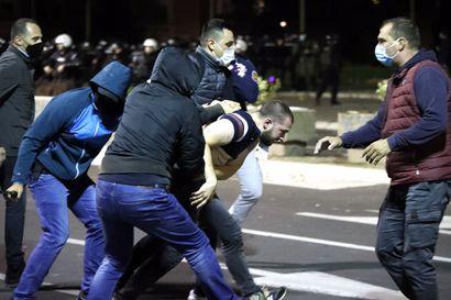 Serbiassa leimahti protesti uudelleen asetettuja koronarajoituksia vastaan – maan sairaalat ovat täynnä ja hoitohenkilökunta uupunut