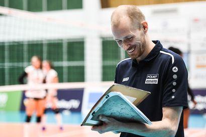 Pölkky Kuusamon runkosarjavoittoon  luotsannut Timo Tolvanen on  lentopallokauden 2019-20 naisten valmentaja