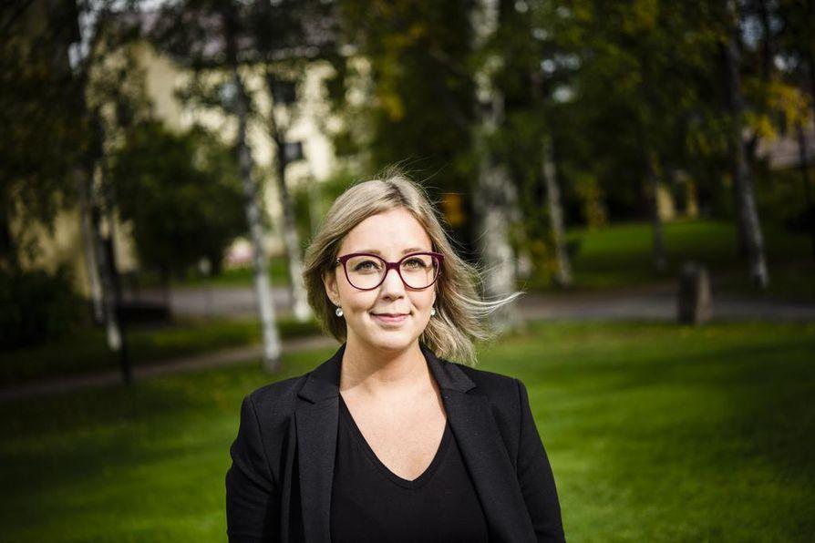 Jasmin Kaunisto kouluttaa poliiseja lapsiin kohdistuneista rikoksista ja kiertää puhumassa myös opettajille seksuaalikasvatuksesta.