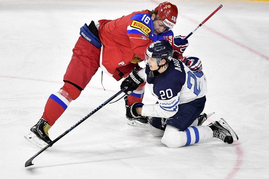 Pronssipelin synkimmällä hetkellä Sebastian Aho oli vahvassa roolissa, kun Suomi käynnisti raivokkaan  takaa-ajon.