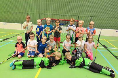 Ensi kertaa turnaukseen – Lapin Mestaruussarjan turnaus tuo Kuusamon liikuntahallille 160 lasta ja nuorta