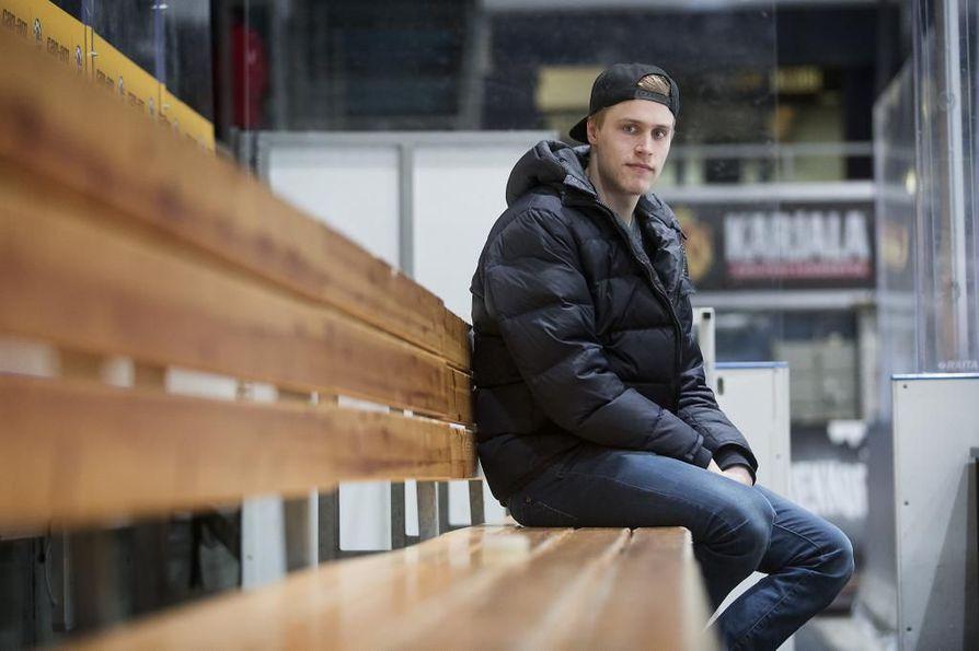 Saku Mäenalanen teki ensimmäisen maalinsa NHL:ssä viime yönä.