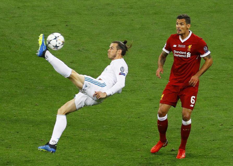2-1-maalin Bale teki saksipotkulla.