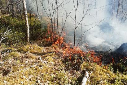 Jokilaaksojen pelastuslaitoksen alueella kärynnyt maastoa koko päivän – pelastuslaitos kehottaa ihmisiä laittamaan tulitikut taskuun