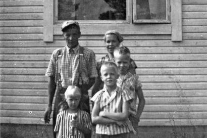 Sata vuotta sitten syntyneet liminkalaiset Margareta Heiko ja Toivo Lepistö kohtasivat toisensa työväentalon iltamissa –kihlasormukset hankittiin Oulusta ja ostoreissulla syötiin silakkalaatikkoa