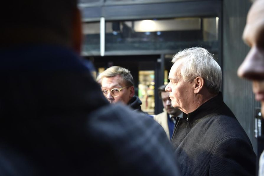 Antti Rinne jatkaa taistelua pääministeripaikastaan.