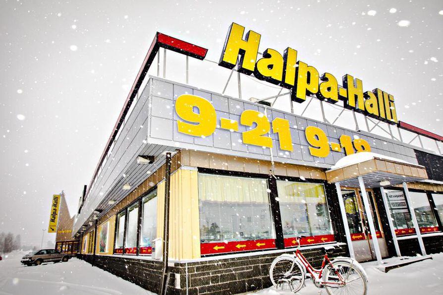 HalpaHalli alkoi viime marraskuussa pitämään myymälöitään auki myös sunnuntaisin.
