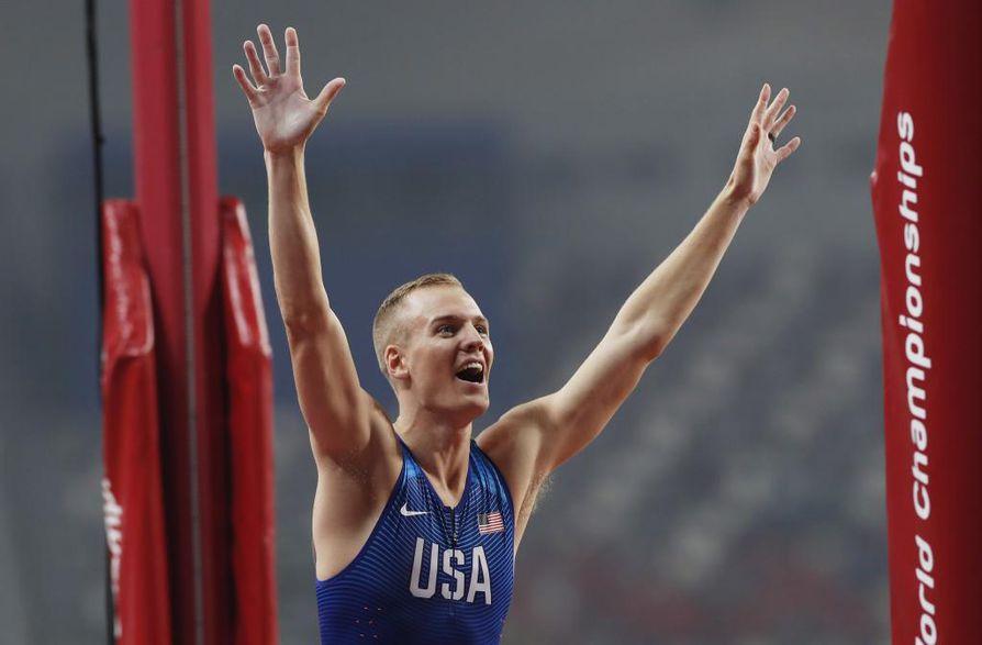 Yhdysvaltain Sam Kendricks voitti kultaa miesten seiväshypyssä tuloksella 597.