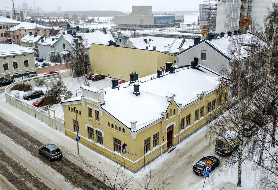 Pohjois-Suomen messujen Oulun kaupungilta 1990 ostama kiinteistö Ojakatu 2:ssa tunnetaan joko kauppakamarin, musiikkiopiston tai Tervosen talona, riippuen siitä, kuinka kauas muistia riittää.