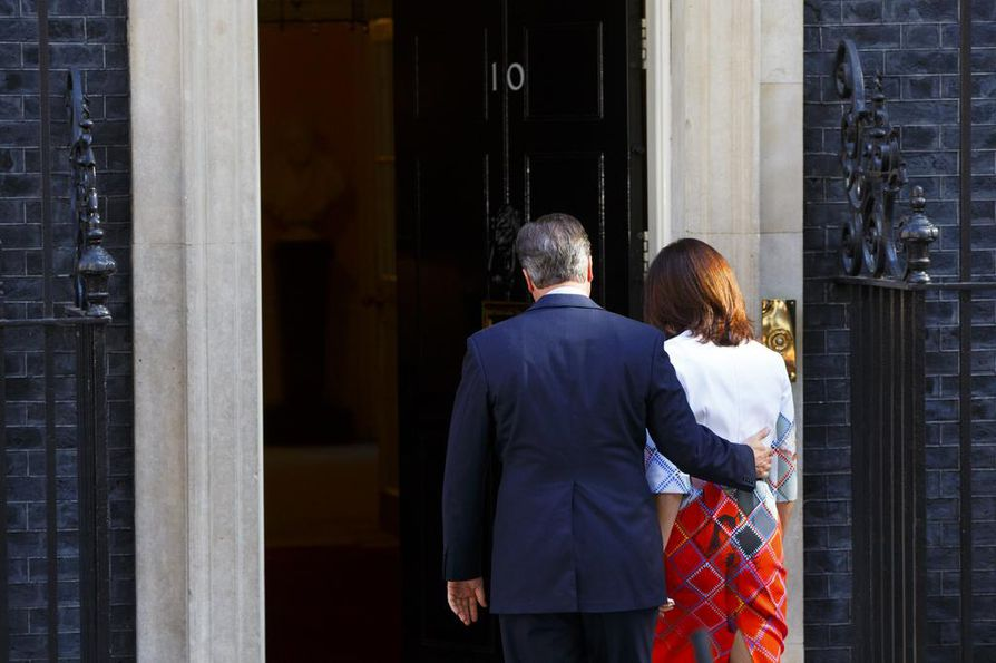 Britannian eroava pääministeri David Cameron saa selittää tilannetta EU-johtajille EU-huippukokouksessa tiistaina.