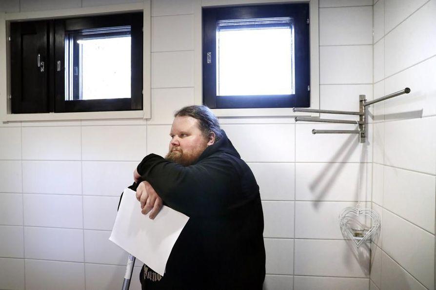 Vaikka kiista korjauksista on kestänyt kauan, Kimmo Mertaniemi toivoo pääsevänsä vielä yhteisymmärrykseen remonttiyrityksen kanssa. Virheiden vähättely kuitenkin harmittaa.